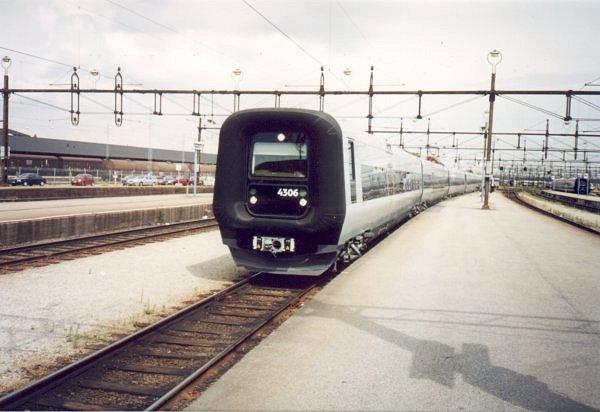 DSB ET 4306 - SJ X31K 4304, Malmö Centralstation, 2000-07-04. Photo Tommy Rolf Nielsen Martens