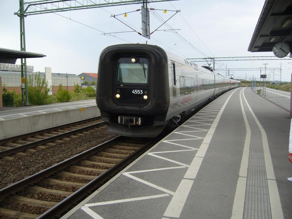 SJ X31K 4353 - DSB ET 4308, Landskrona, 2011-05-14. Photo Tommy Rolf Nielsen Martens